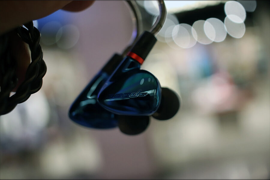 Hiby-Seeds-2-II-Entry-Level-Heavy-IEMs-Review-Audiophile-Heaven-04-900x600.jpg