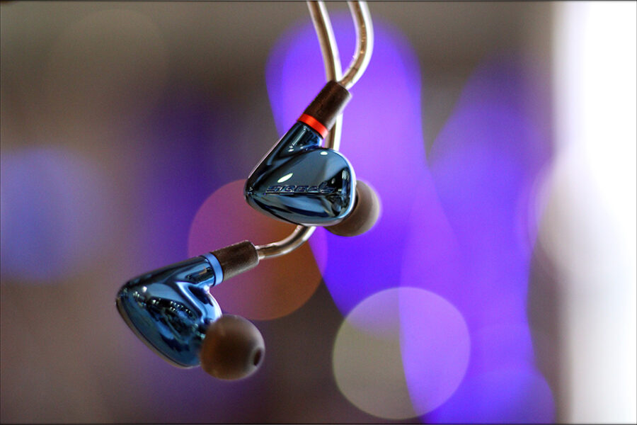 Hiby-Seeds-2-II-Entry-Level-Heavy-IEMs-Review-Audiophile-Heaven-18-900x600.jpg