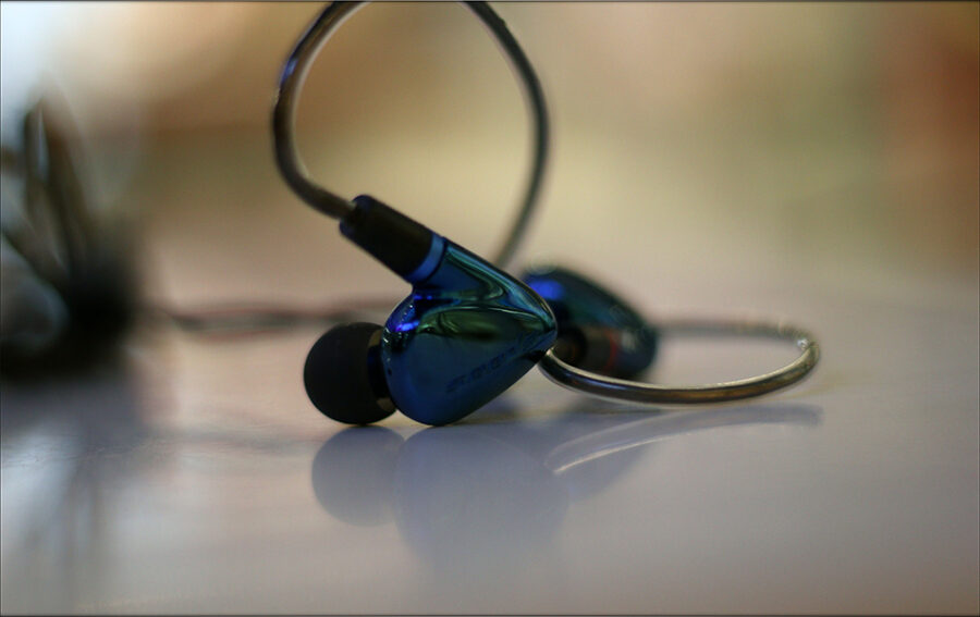 Hiby-Seeds-2-II-Entry-Level-Heavy-IEMs-Review-Audiophile-Heaven-21-900x567.jpg
