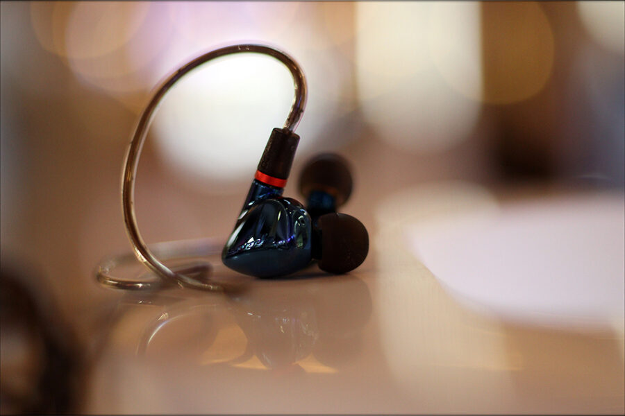 Hiby-Seeds-2-II-Entry-Level-Heavy-IEMs-Review-Audiophile-Heaven-25-900x600.jpg