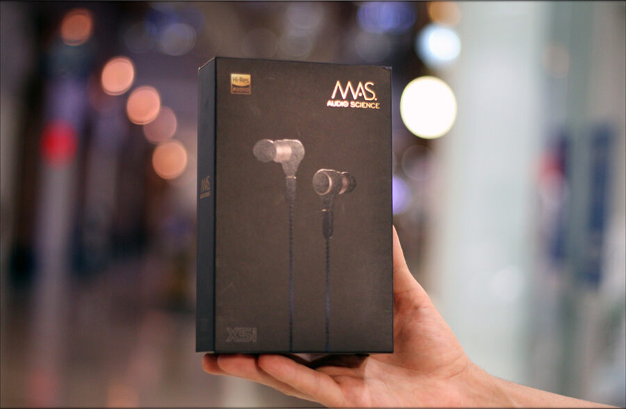 MAS-Audio-Science-Bass-Canon-IEMs-X5i-In-Ear-Midrange-Earphones-Review-Audiophile-Heaven-01-900x588.jpg