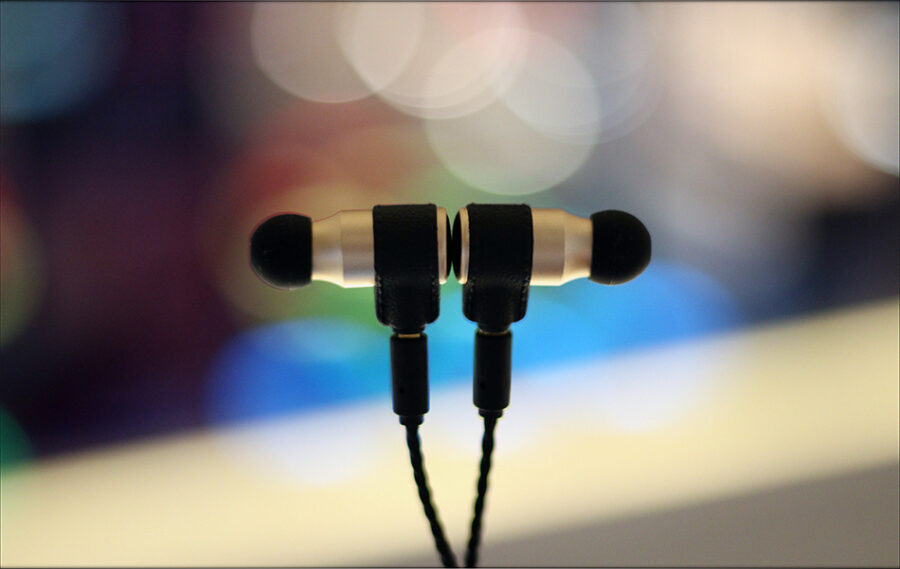 MAS-Audio-Science-Bass-Canon-IEMs-X5i-In-Ear-Midrange-Earphones-Review-Audiophile-Heaven-105-900x569.jpg