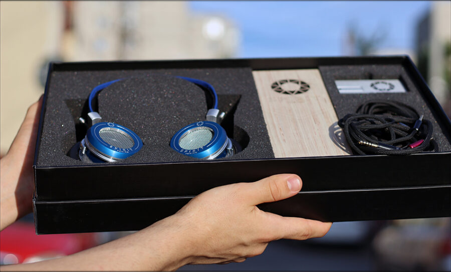 Spirit-Torino-Super-Leggera-Blue-Dynamic-Headphones-Flagship-Review-Audiophile-Heaven-12-900x543.jpg