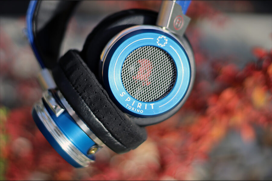 Spirit-Torino-Super-Leggera-Blue-Dynamic-Headphones-Flagship-Review-Audiophile-Heaven-59-900x600.jpg
